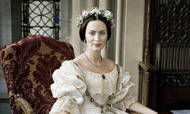 Aslında Orta Çağ'dan 19. yüzyıla kadar kadınlar gelinlik olarak en güzel elbiselerini kullanıyordu.