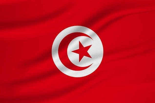 1.  Tunus bayrağı, tıpkı Türk bayrağı gibi hilal ve yıldızlı  al renkli bir bayrağa sahip. Tunus uzun yıllar Osmanlı himayesinde daha sonra da Fransız sömürgesine maruz kaldı. 1959 yılında bağımsızlığını kazanan Tunus, bu bayrağı kullanmaya başladı.