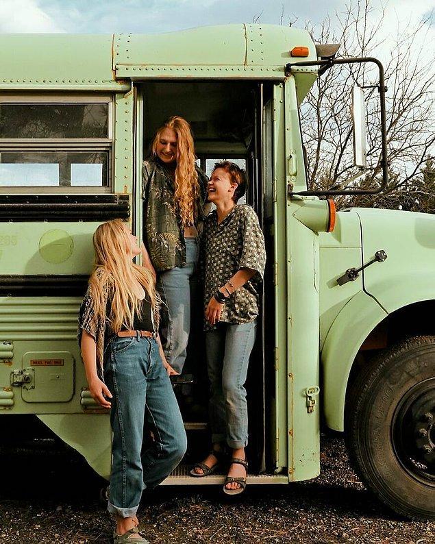 Eski bir okul otobüsünü yepyeni bir eve dönüştürdüler.