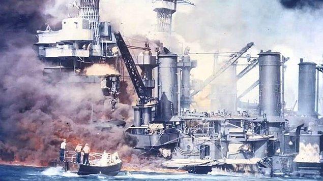 19. USS West Virginia zırhlısı, Pearl Harbor'a yapılan saldırıdan 6 ay sonra  kurtarıldığında, hava geçirmez bir odada kapana kısılmış 3 denizcinin vefatlarına kadar işaretledikleri bir takvim bulundu.