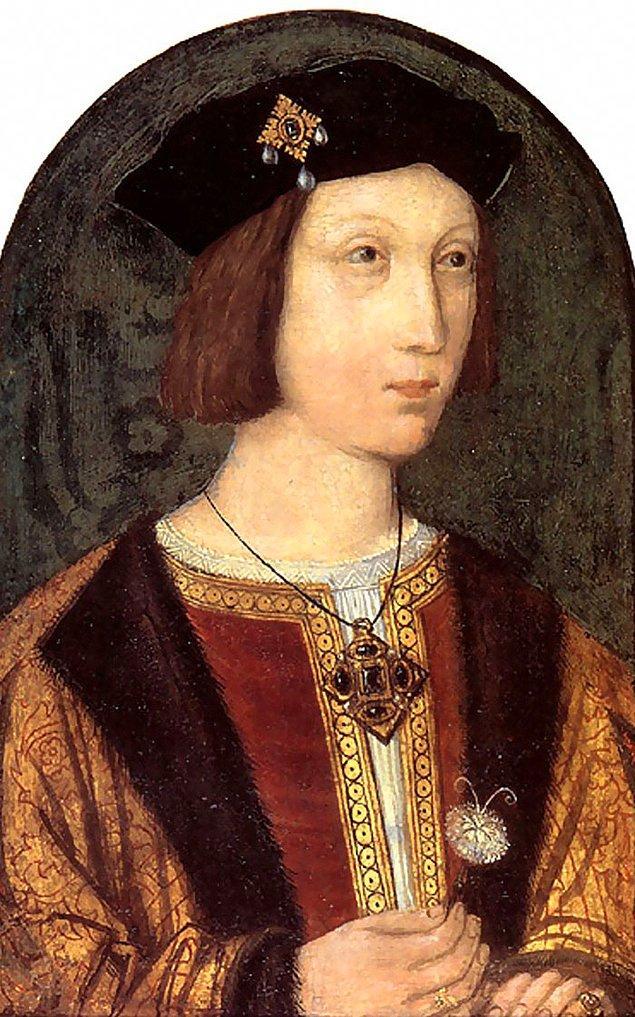 35. Henry VIII'in ağabeyi Arthur Tudor ve nişanlısı Aragonlu Catherine birbirlerine Latince mektup yazıyorlardı. Yüz yüze görüştüklerinde ise dilin farklı telaffuzlarına hakim oldukları için iletişim kuramadılar.