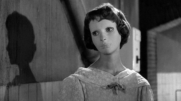 27. Guillermo del Toro - Eyes Without a Face