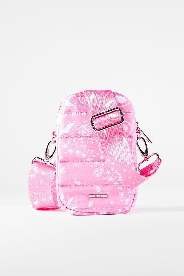 5. Telefon çantaları spor ve şık günlerinizde severek kullanacağınız modeller arasında yer alıyor.