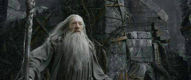"""6. Ian McKellen """"The Lord of the Rings"""" ve """"The Hobbit"""" filmlerinde oynadığı Gandalf karakterinden pek hoşlanmadığını söyledi."""
