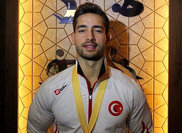 """İbrahim Çolak ayrıca 2017'de düzenlenen Avustralya Dünya Kupası'nda halka branşında yaptığı hareketle, Uluslararası Jimnastik Federasyonu (FIG) tarafından soyadıyla birlikte literatüre geçirildi. """"The Colak"""" olarak adlandırılan hareketi ile de aynı zamanda Türk sporunun gurur kaynağı oldu."""