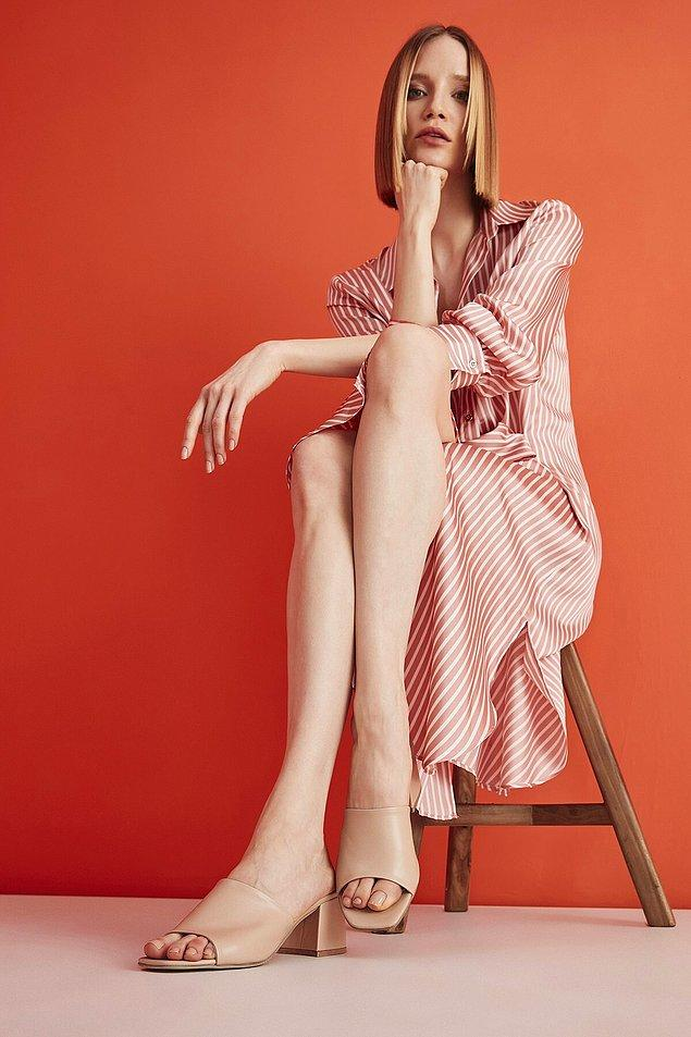 11. Sadece aksesuar kullanmak yetmez! İşte yaz aylarında kullanabileceğiniz retro kadın terlik modelleri! ⬇