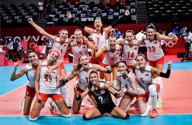 51. Ve son olarak izlerken göğsümüzün gururdan kabarmasına neden olan başarılı Türk kadın voleybol takımımız!