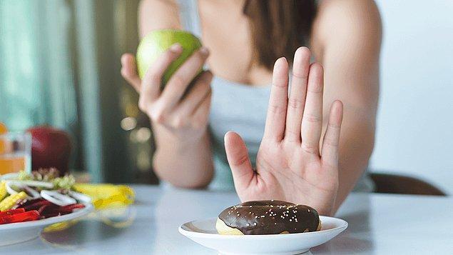 2. Düzenli spor yapmak da bu süreçte çok etkili. Şeker tükettiğinizde beynin salgıladığı dopamin, spor yaptığımızda da salgılanıyor. Ayrıca düzenli yürüyüş yapanların, yapmayanlara oranla insülin değerlerinin çok daha sağlıklı olduğu araştırmalar sonucunda ortaya çıkan gerçeklerden biri.