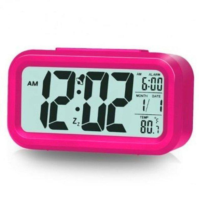 3. Fotoselli dijital masa saatinin birçok renk alternatifi de mevcut.