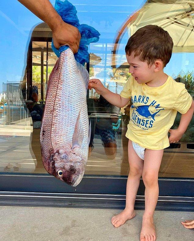 10. Burak Özçivit, oğluyla birlikte balık tuttu ve sosyal medya hesabında fotoğraflarını paylaştı.
