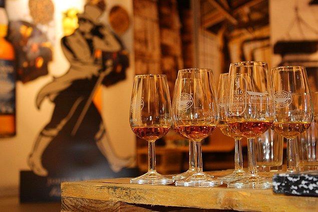 Aşırı alkol tüketimi ve karaciğer rahatsızlıkları morluklara etki edebilir.