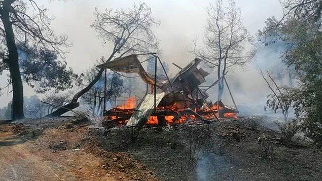 Bir de çıkan yangını söndürmek için kullanılan uçak ve helikopterlerle ilgili bir tartışma meydana geldi.