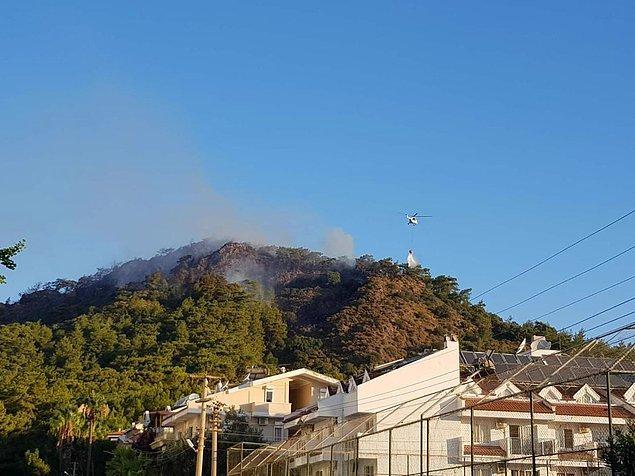 Helikopter yangına havadan müdahale ediyor