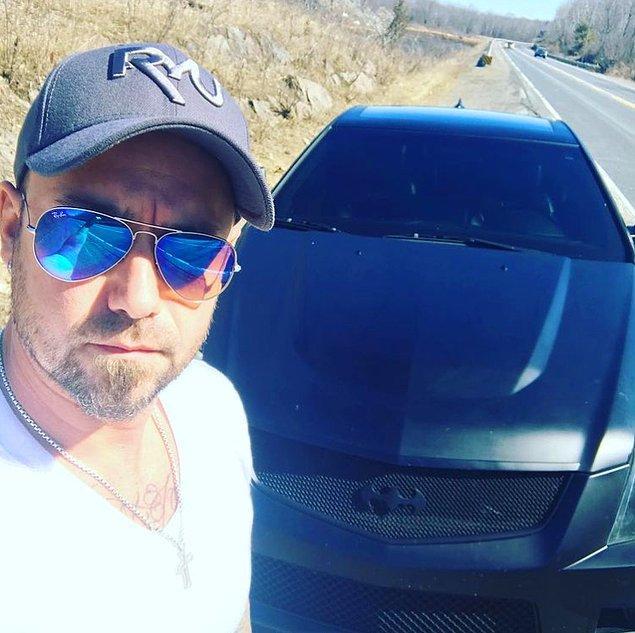 8. 2011 yılında, Justin Bieber bir Cadillac CTS-V satın aldı ve onu yaklaşık 250.000$ değerinde özel bir Batmobil'e dönüştürdü.
