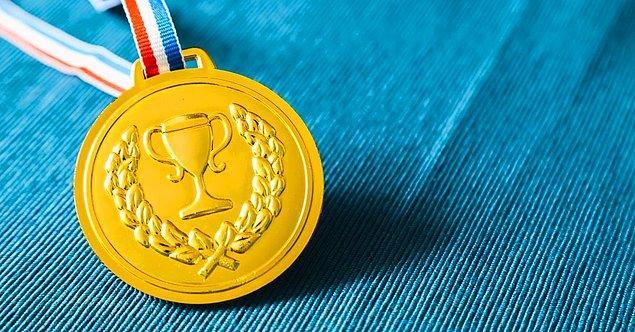 Dünya çapında Olimpiyatlar'da madalya kazanan sporcularına en yüksek miktarda para ödülü veren ülke ise Singapur! Altın madalya kazanan bir sporcuya hükûmet yaklaşık 6.3 milyon TL veriyor! Gümüş madalya sahibiyseniz yaklaşık 3 milyon TL cepte demektir. Bronz madalya sahibi bir sporcu ise yaklaşık 2,5 milyon TL ile ödüllendiriliyor.
