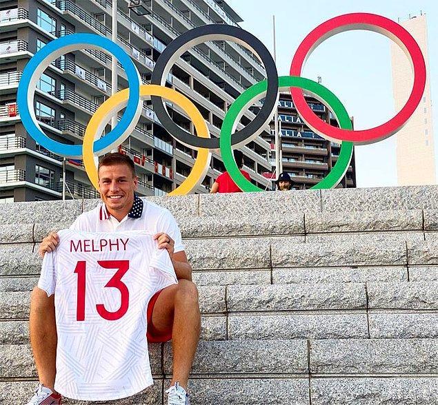 Birçok sporcu, Olimpiyat Köyü'ndeki deneyimlerini sosyal medyada büyük bir heyecanla paylaşıyor ve bunlardan biri de ABD'li ragbi oyuncusu Cody Melphy.
