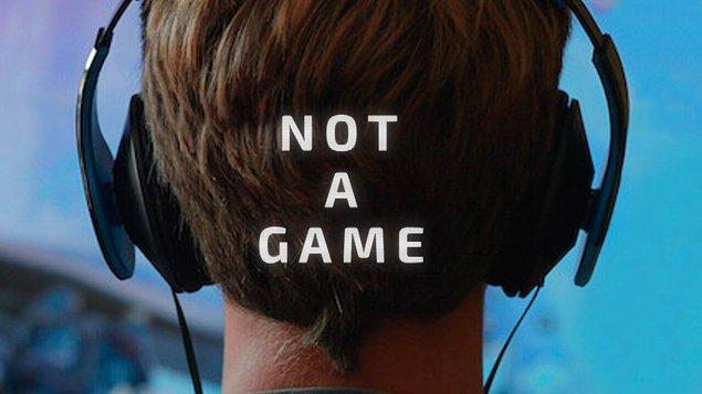 """Netflix belgesel serisi içerisinde yer alan """"Not A Game"""" tam da bu konuyu işleyerek kafamızda canlanan oyun ile ilgili birçok soruyu yanıtlamamıza fırsat sunuyor."""