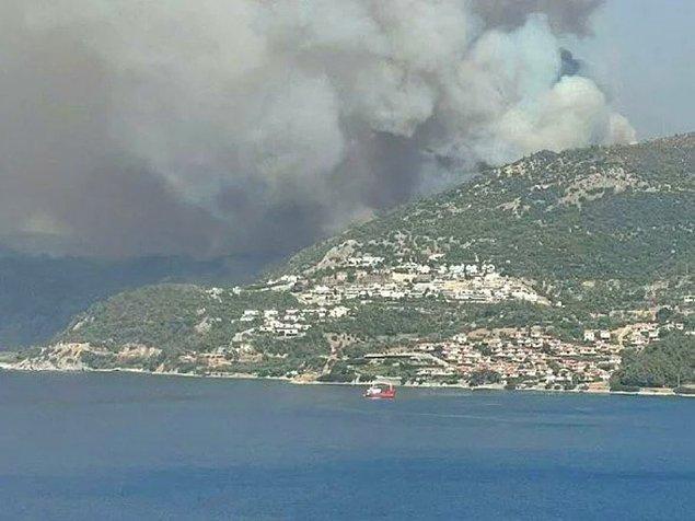 13:00 | Milas'ta Türkevleri'nde yangın evlere ulaştı
