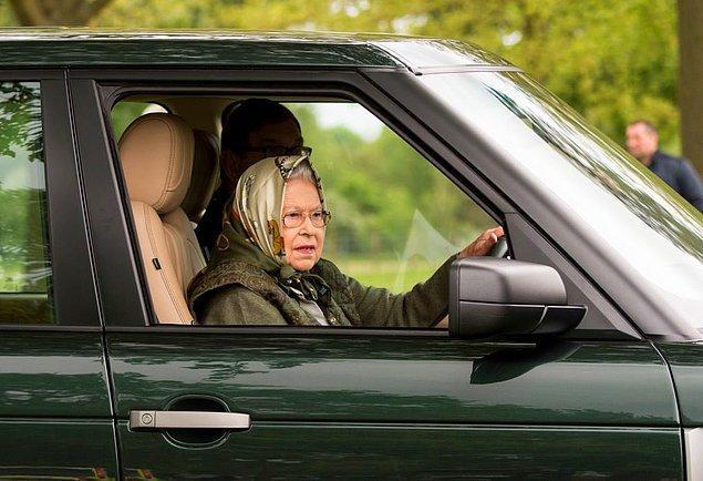 14. Kraliçe II. Elizabeth, Birleşik Krallık'ta ehliyeti ve plakası olmadan araba kullanma izni olan tek insan!
