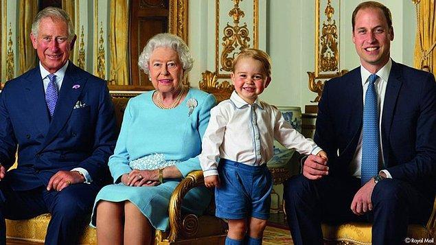 15. Ailenin erkek üyeleri belli bir yaşa girene kadar sadece şort giyer. Prens William ve Kate Middleton'ın 2013 yılında doğan oğulları George, giydiği şortlarla uzun süre moda dergilerinin gündemi olmuştu.