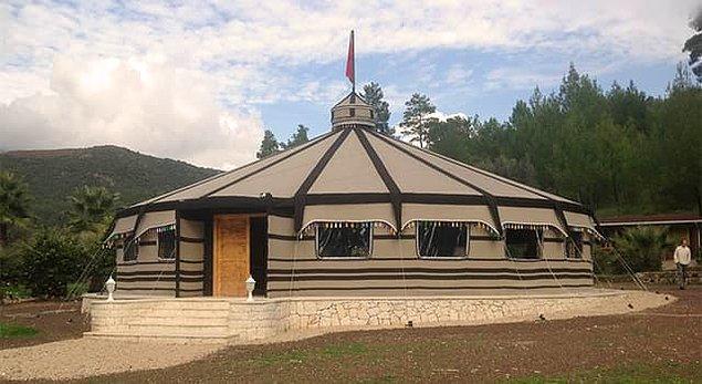 8. Türk hanlarının yaşadığı çerge olarak da bilinen büyük ve süslü çadırın adı nedir?