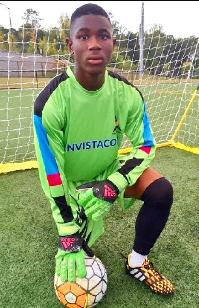 13. 16 yaşındaki kaleci Reuben Nsemoh maç sırasında kafasına bir darbe aldı ve komaya girdi. Komadan uyandığında ise daha önce bilmediği İspanyolca dilini sanki anadili gibi konuşuyordu.