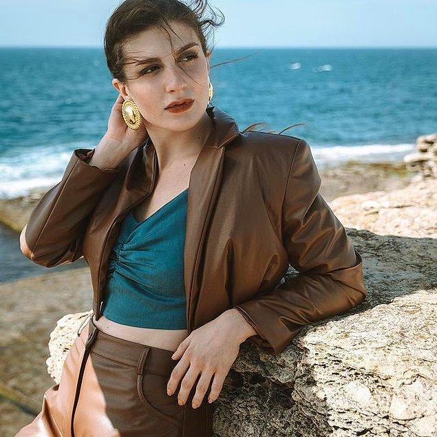 Güzel oyuncu Naz Çağla Irmak'a başarılarla dolu güzel bir hayat diliyoruz.