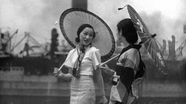 1933: Japanese Girls at the Harbour – Hiroshi Shimizu