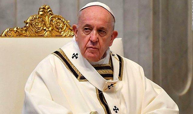 """Papa, Vatikan Şehri, Aziz Petrus Meydanı"""
