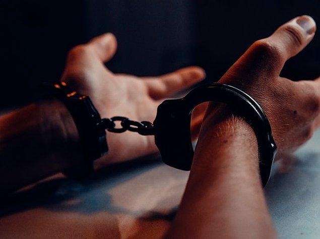 Kaçak hayatı yaşamak zorunda kaldı ve yakalandı.