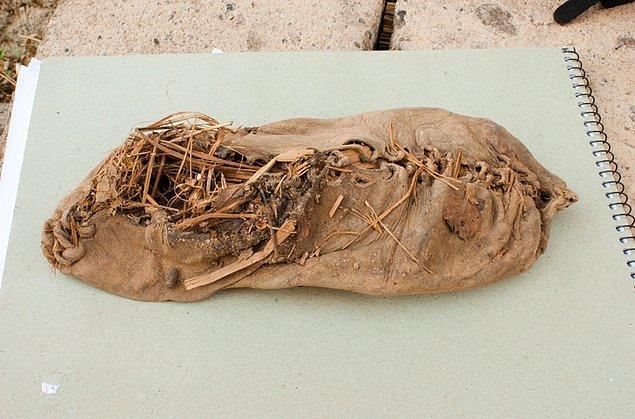 14. pislikle kaplanmış ayakkabı (ermenistan)