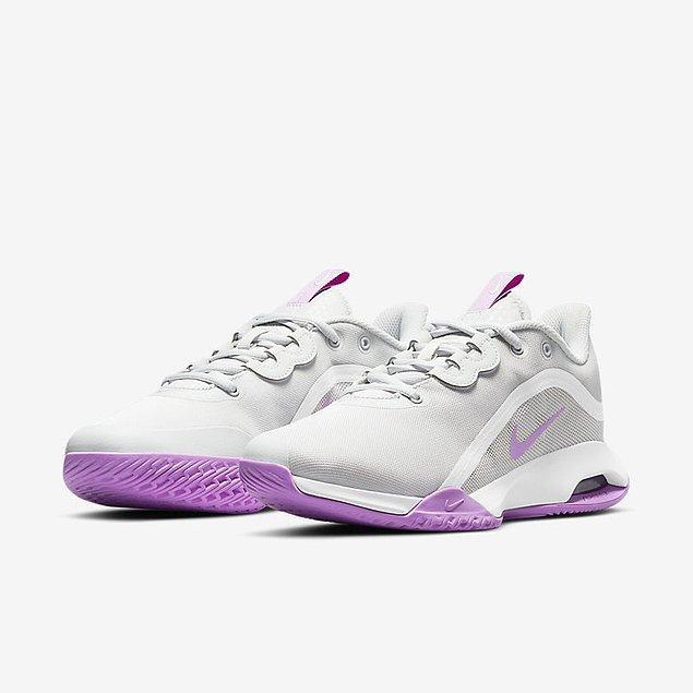 9. Kibar bir tenis ayakkabısı için Nike Court Air Max modelleri inceleyebilirsiniz.