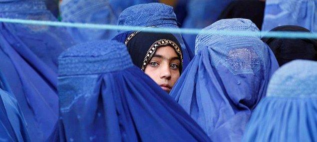 6. 8 yaşını geçen kız çocuklarının eğitim alması yasak.