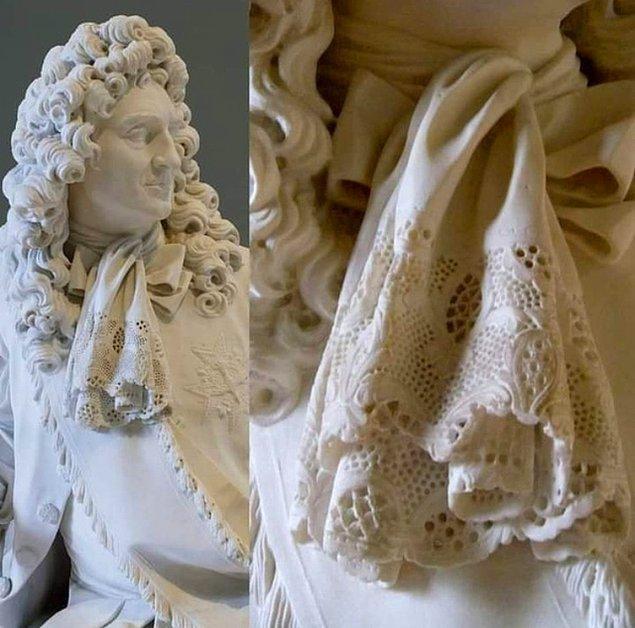 10. Bir diğer heykel detayı, mermerden peçete... Hayran olmamak mümkün mü?