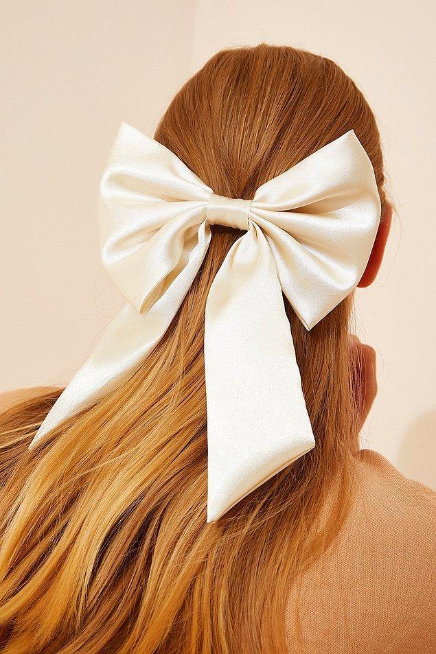10. En kibar saç modelleri için fiyonk toka modellerini inceleyebilirsiniz.