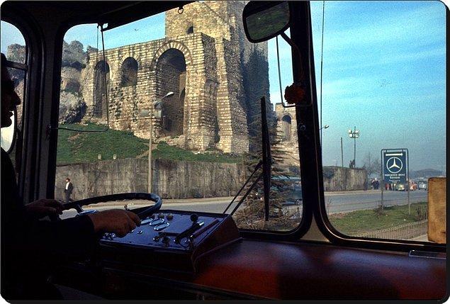 3. Topkapı'da bir otobüs yolculuğu, İstanbul, 1970.