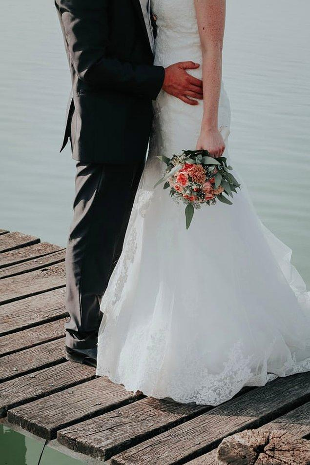 1. İsviçreli insanlar oldukça geç evlenir ve bu evliliklerin neredeyse yarısı boşanma ile sonuçlanır.
