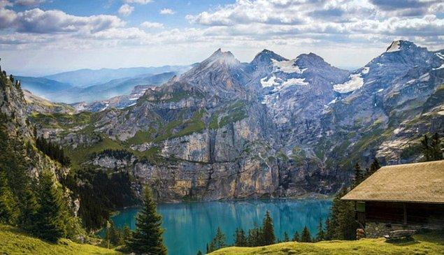 15. İsviçre 208 dağa ve Avrupa'daki en fazla zirve sayısına sahiptir.