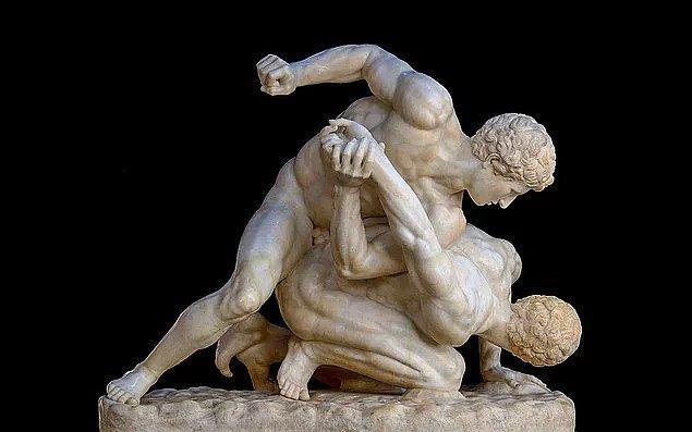 """Çağlar boyu """"değerler"""" üzerine inşa etmeye büyük gayret gösterilmiş olan insan doğası, sahip olma ve kazanma dürtüleriyle gölgelenerek tüm şiddetini sergileye dursun, tarihi Antik Yunan Olimpiyat Oyunları'na dayanan -nedense çağımızın en çok ilgi uyandıran -  sekizgen güreş minderi ve çitle çevrili bir arenada müsabakaya çıkılan dövüş sporlarından biri , """"kafes dövüşü (karma dövüş sanatları)"""" geliyor aklıma bir anda…"""