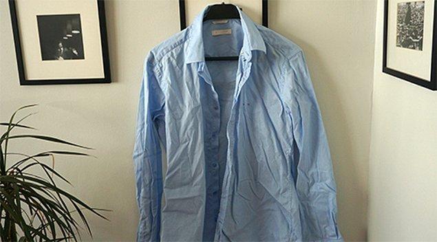 Mavi gömleğini giymek istediğinde ama onu ütülenmemiş bulduğunda,