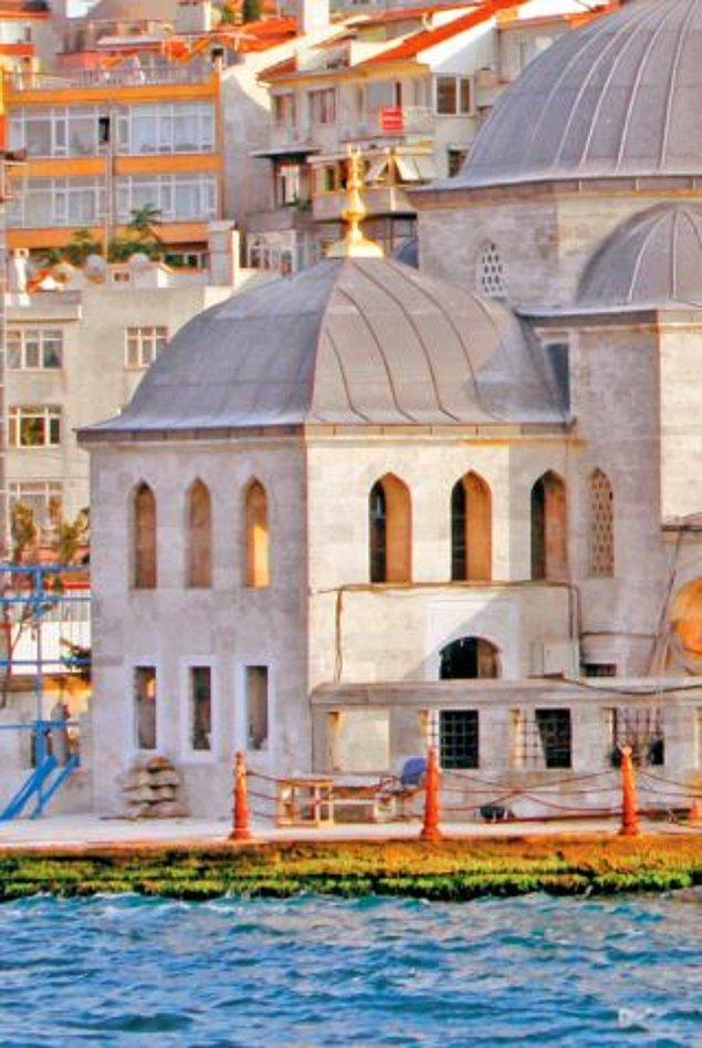 Ve halkın Kuşkonmaz Camii de dediği Şemsi Ahmet Paşa Camii'nin yeri belli olur. Ancak talihe bakın ki ne cami bittiğinde ne Sokullu ne de Şemsi Paşa hayattadır.