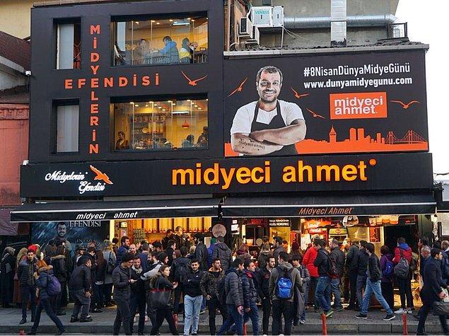 Kendi evinde küçük bir mutfak yaptı ve yaptıklarını YemekSepeti'nde satmaya başladı.