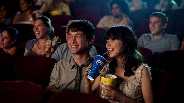 """1. """"İlk buluşmamızda sinemaya gittik, filmi ben seçmiştim. Sinema salonunda filmin +18 olduğunu öğrenince izlemek için annesini aradı ve annesi izin vermedi! Buluşma böylece bitmiş oldu. İkimiz de 21 yaşında koskoca yetişkin insanlardık..."""""""