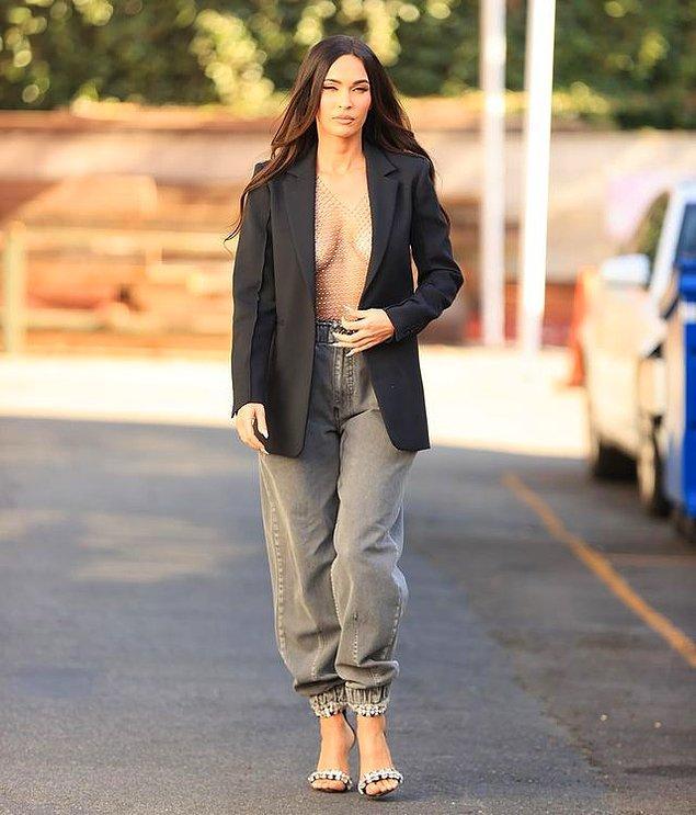 Ancak Megan Fox'un yeni tarzı daha feminen ve biraz da Kardashian ailesini hatırlatıyor.