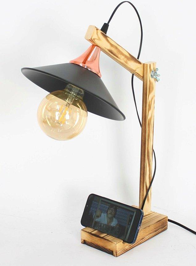 1. Masa lambası, bir çalışma masasının en önemli ihtiyaçlarından biri olabilir.