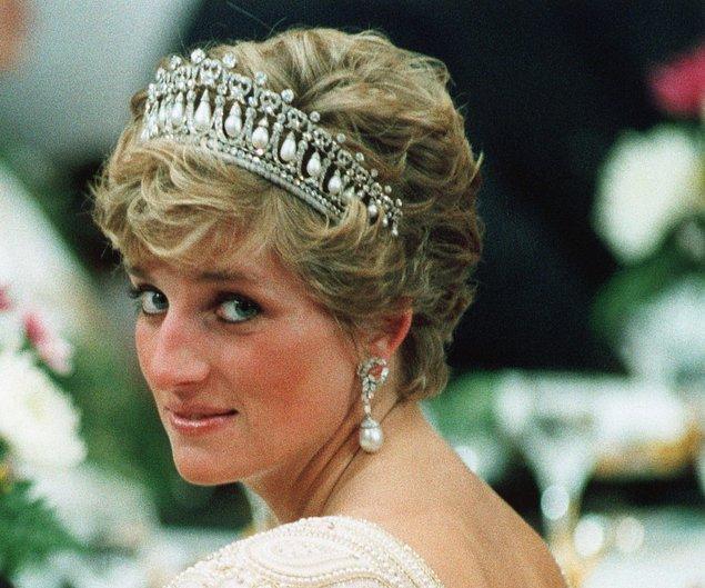 Kaza mı yoksa cinayet mi hala bilinmese de ölüm raporları Diana'nın ölümünün tam bir şaibe olduğunu gün gibi gösteriyor.