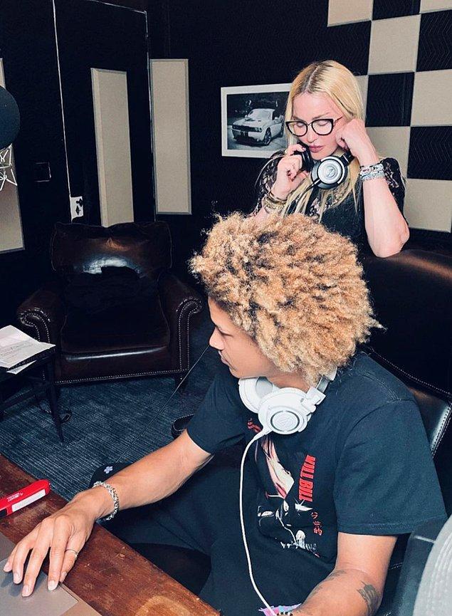 9. Madonna, sevgilisi Ahlamalik Williams ile stüdyoya girdiği görüntüleri sosyal medya hesabında paylaştı!