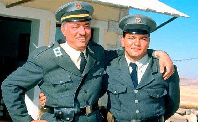 6. Usta oyuncumuz rahmetli Kemal Sunal ise oğlu Ali Sunal ile Propaganda filminde beraber rol aldı.