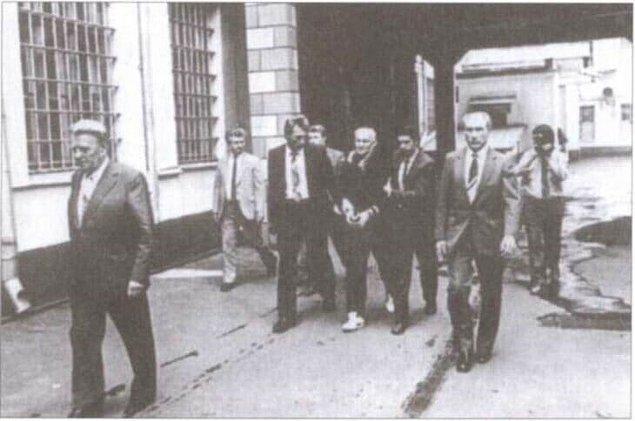 Sovyetlere karşı tek seferlik bir ajanlık yapan Hannsen, o esnada işinde terfi etti ve Washington DC'ye atanarak daha çok iş yükümlülüğü ve daha fazla maaş almaya başladı.