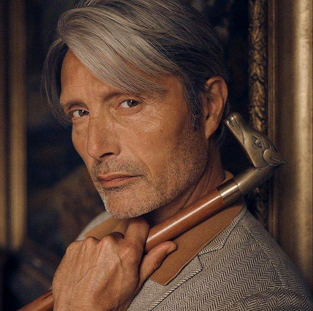 Kendisini 'James Bond', 'Doctor Strange' ve 'Van Gogh: Sonsuzluğun Kapısında' gibi başyapıtlarda yer aldı.